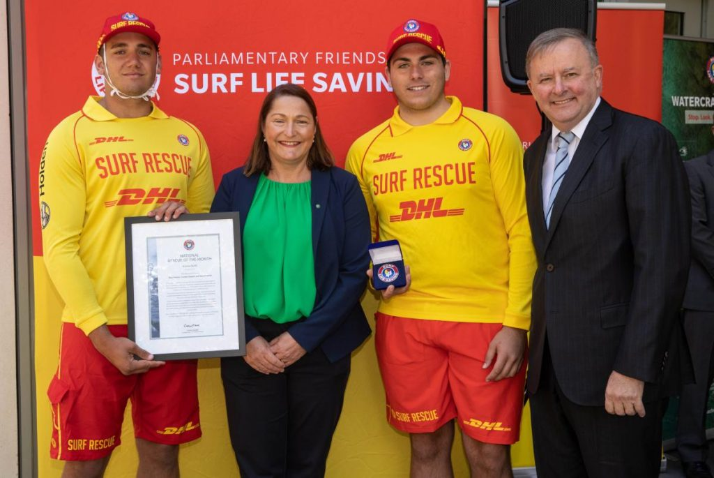 Bradley Dawson (Kiama SLSC), Fiona Phillips MP, Federal Member for Gilmore and Toby Streamer (Kiama SLSC) and Anthony Albanese, Leader of the Opposition - 2 (1)